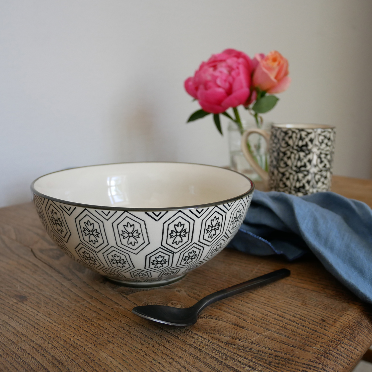 day-home-black-&-white-handpainted-bowl
