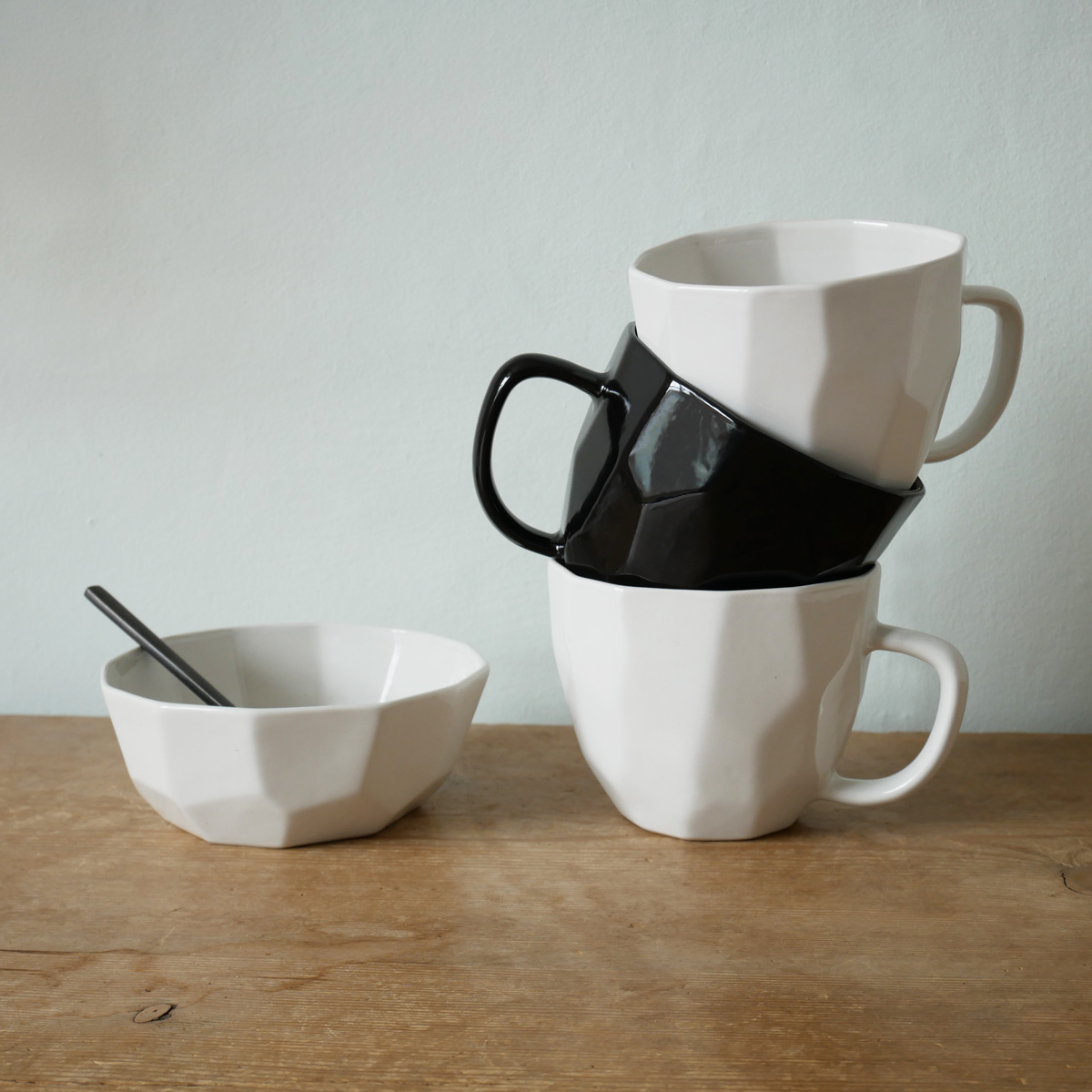 liv-interior-geometric-bowl-with-mug-stack-white-&-black
