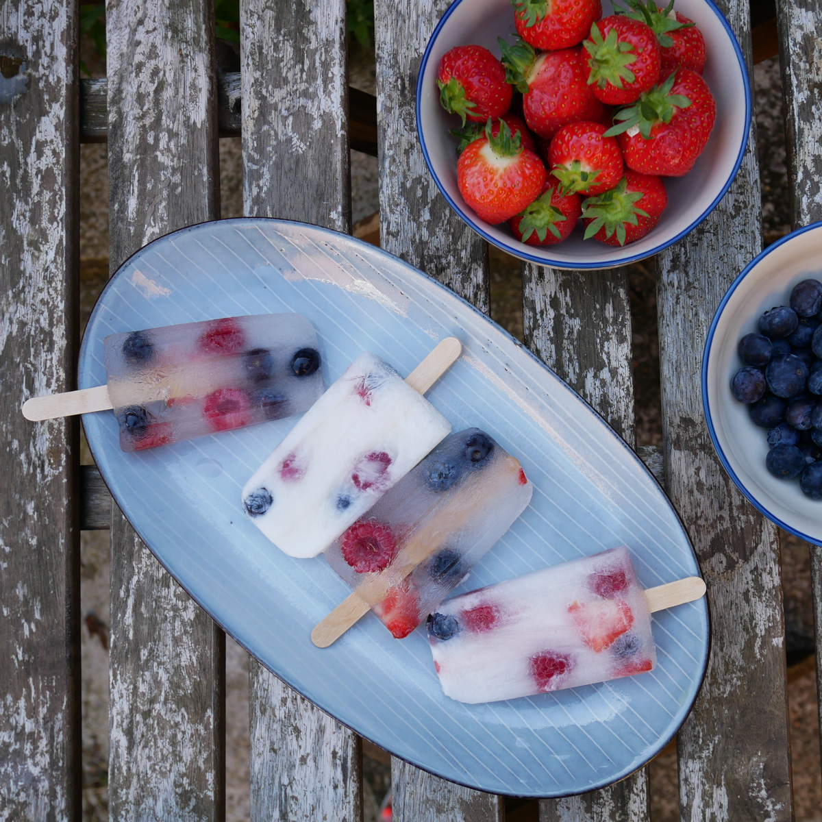 Nordic-Sea-Oval-Large-Serving-Plate-with-coconut-ice-lollies