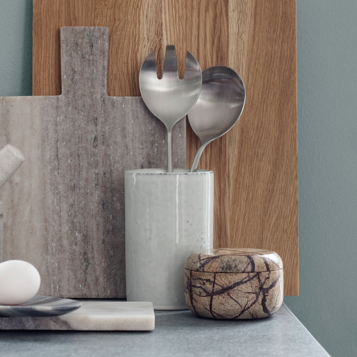 Nordic-Sand-Holder-with-marble-chopping-boards