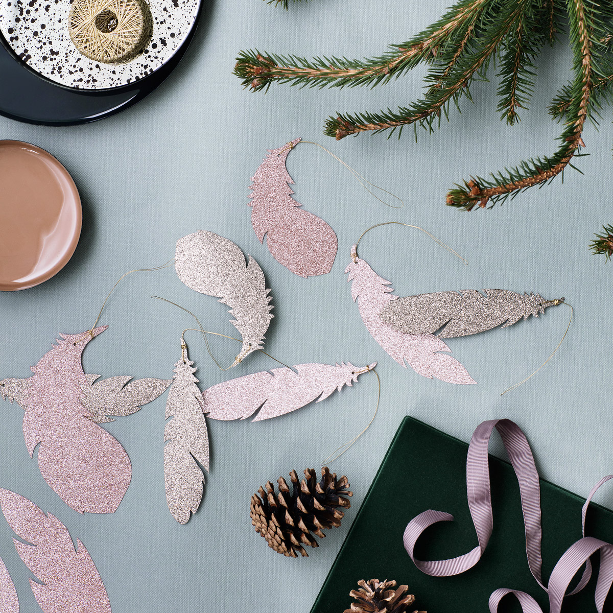 Silver-Feathers-on-Christmas-table-top