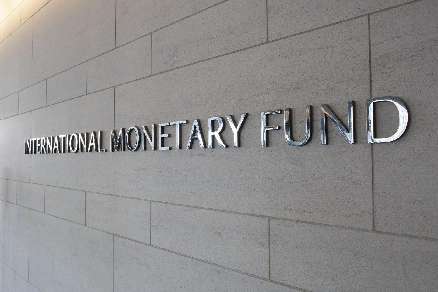 IMF Report Views 'Cryptoization' as Threat to Global Economy
