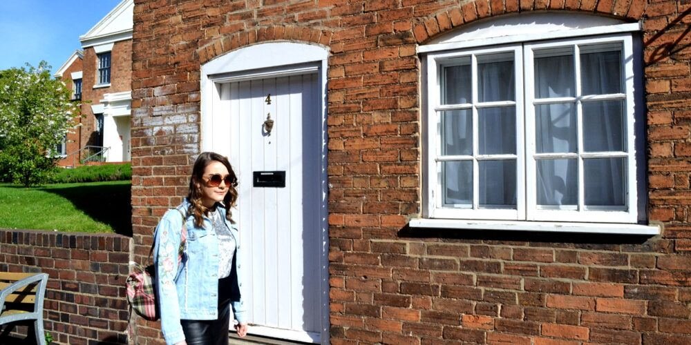 cute house fashion shoot street style denim