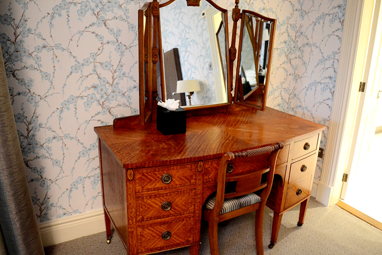 storrs halls bowness windermere executive suite dressing table
