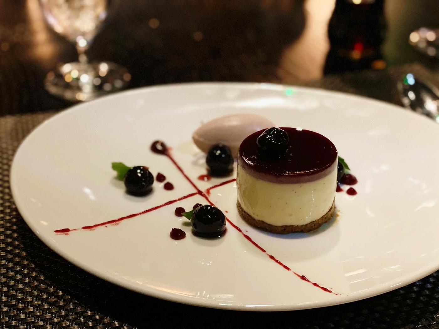 vanilla cherry cheesecake