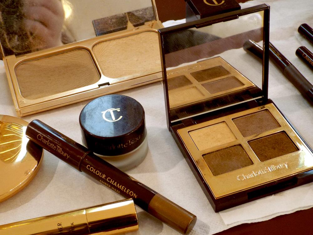 charlotte-tilbury-golden-goddess-luxury-eyeshadow-palette-colour-chameleon-eyes-to-mesmerise-cream-shadow