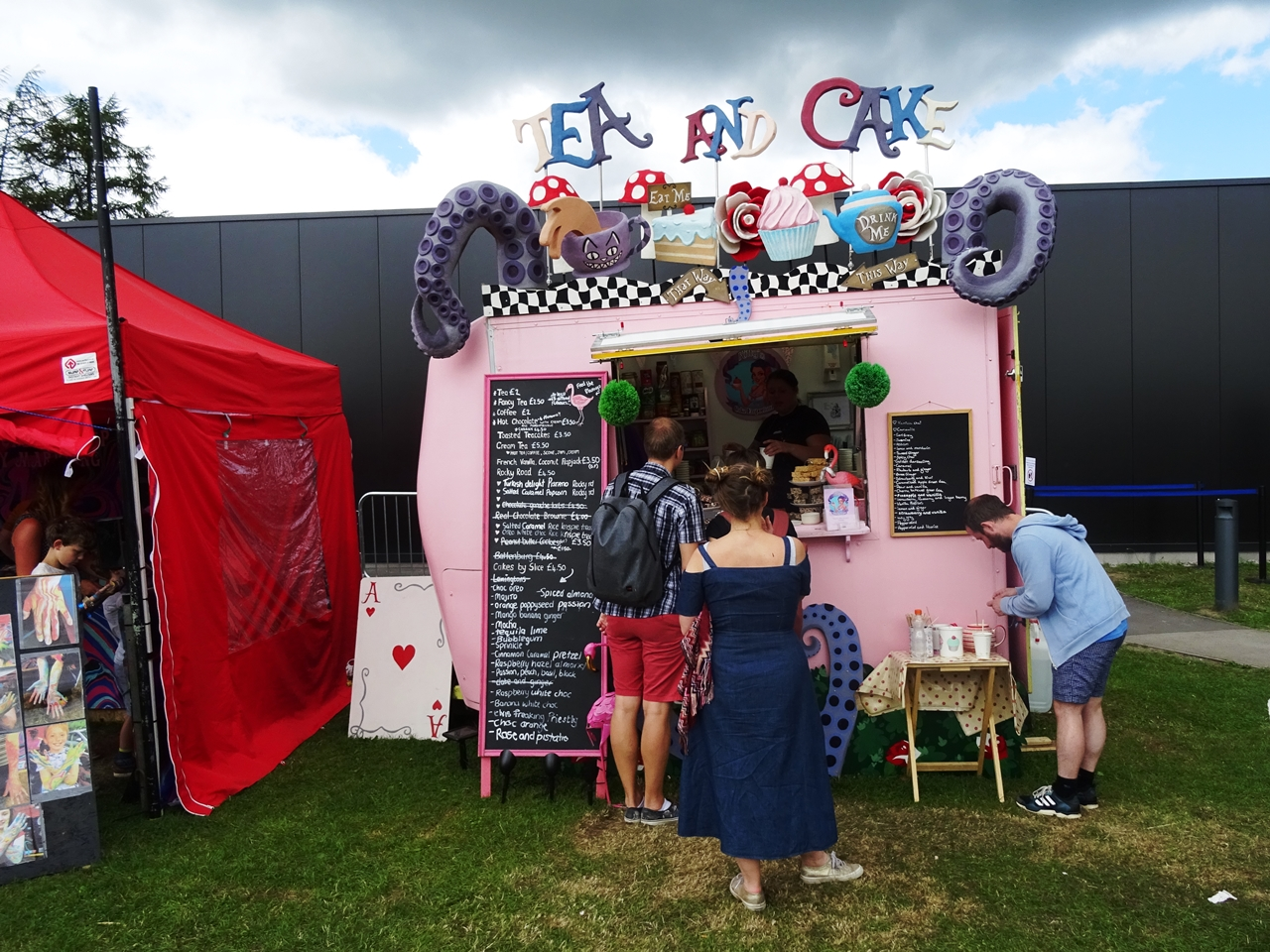tea and cake stall bluedot festival