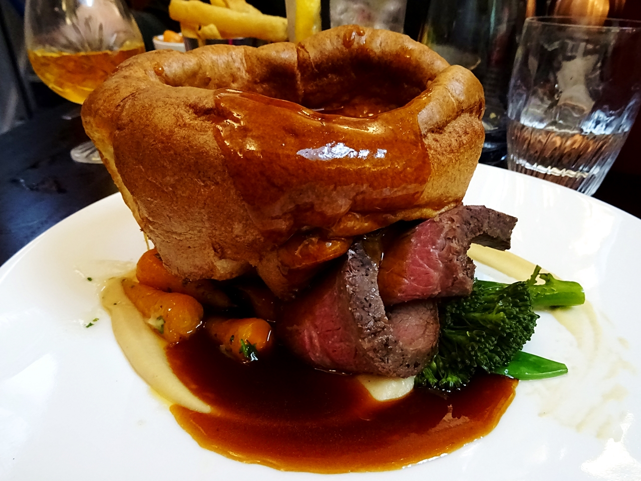 courthouse knutsford cheshire sunday sirloin lunch main