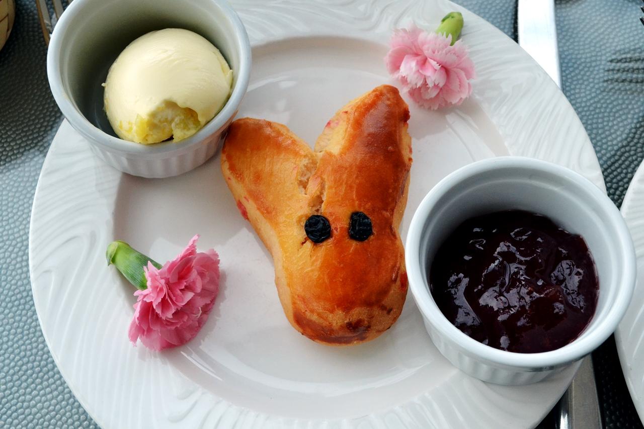 easter bunny scone jam cream cloud 23