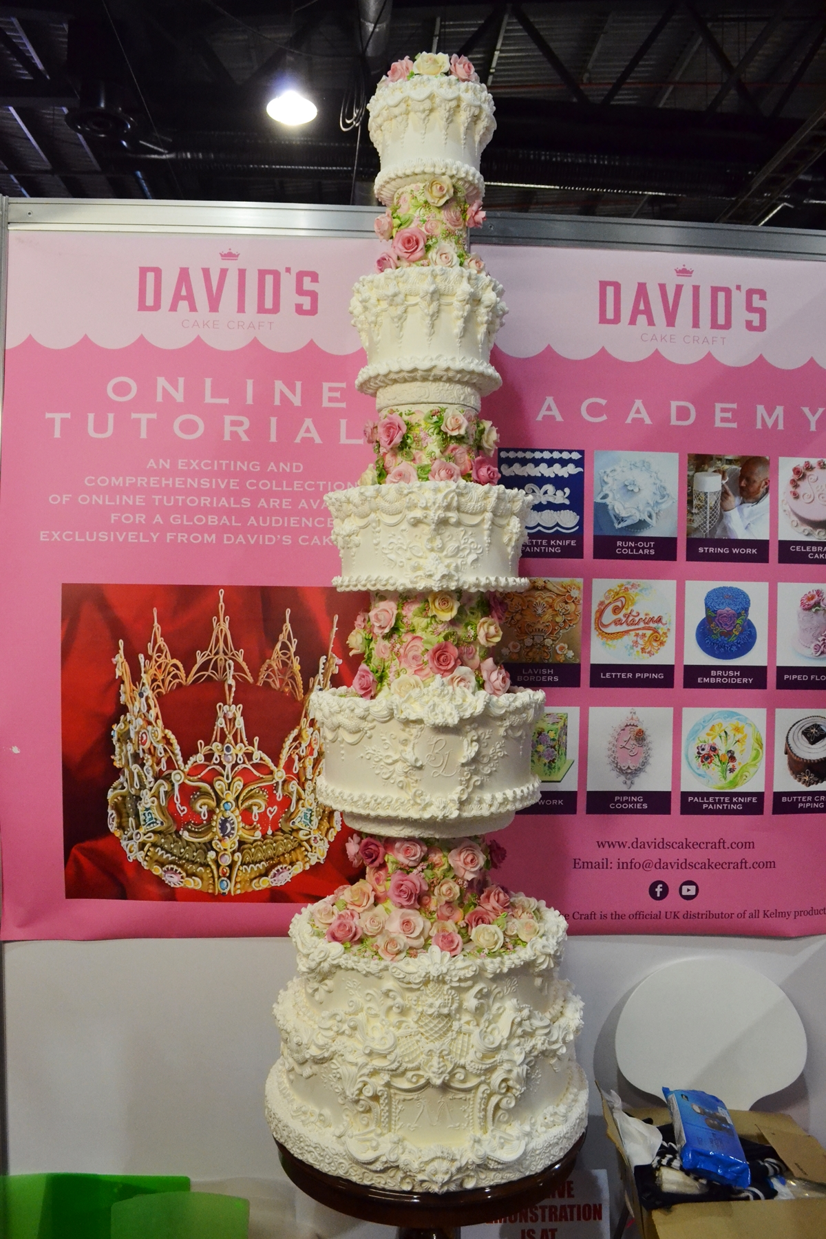 cake and bake show event city manchester 2016 giant wedding cake