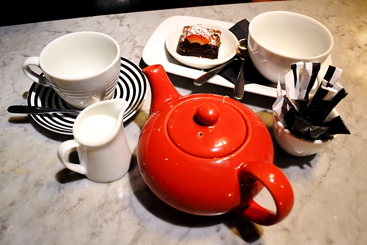 afternoon tea brownie english breakfast chocolate strawberry