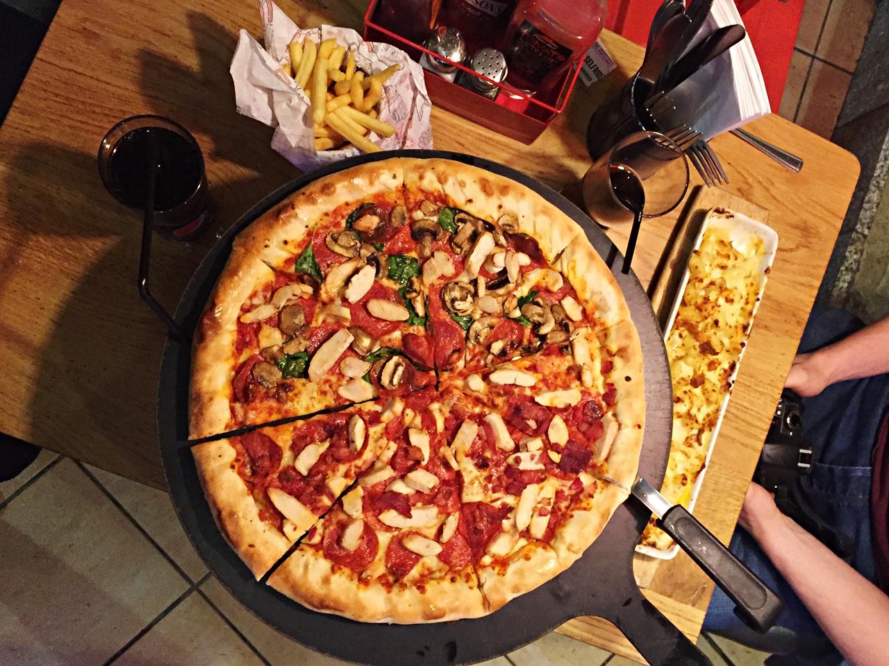 pizza hut pasta trafford centre review