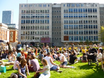 Summer sunshine on The Lawns, Spinningfields