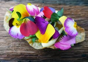Simon Rogan - Chickpea Wafers, Garlic & Petals 2