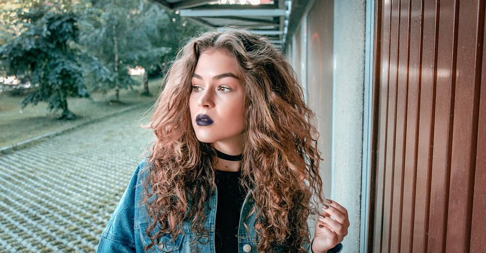 3 blue lipsticks to buy beauty magazine