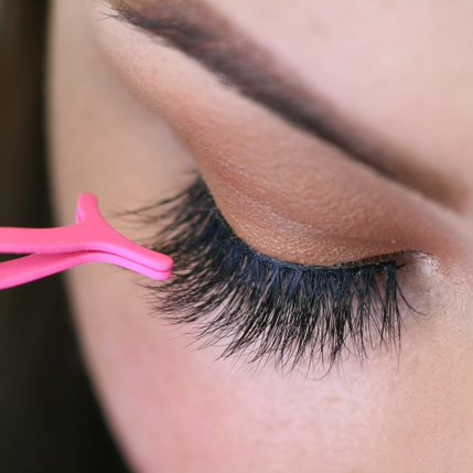 eyelash application