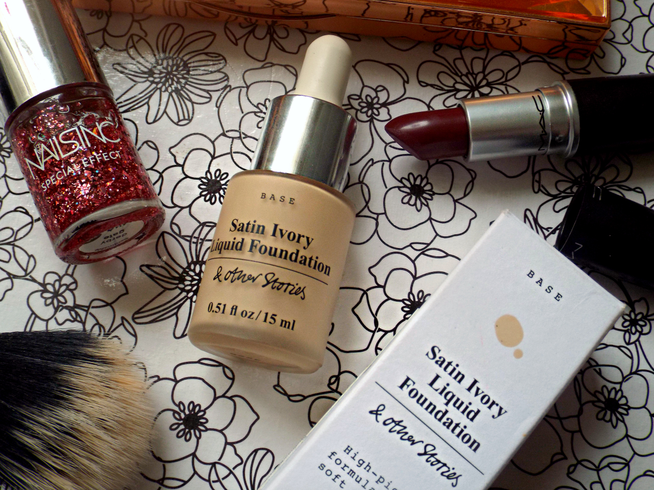 & Other Stories Satin Ivory Liquid Foundation