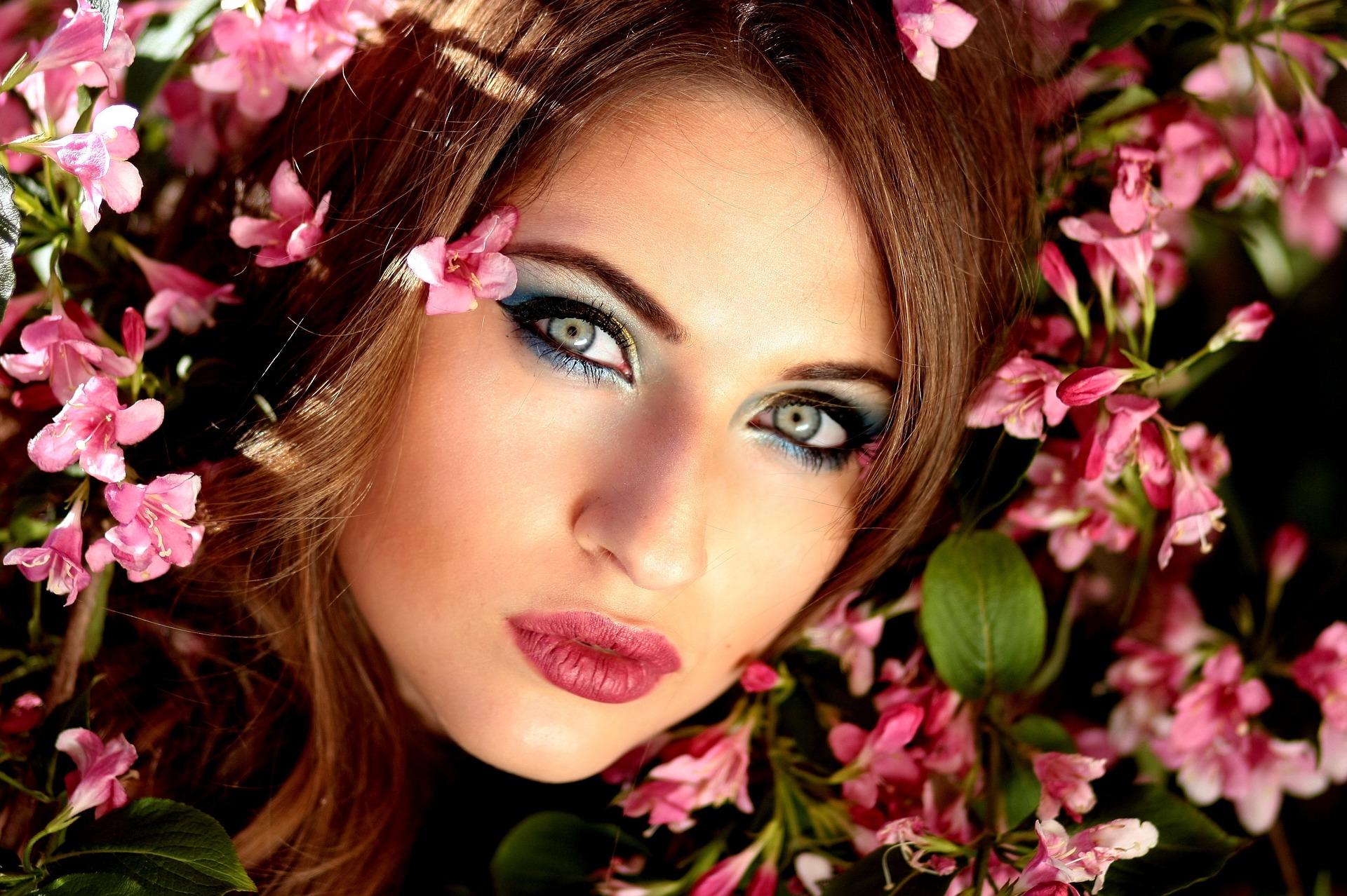 blue eyeshadow trend