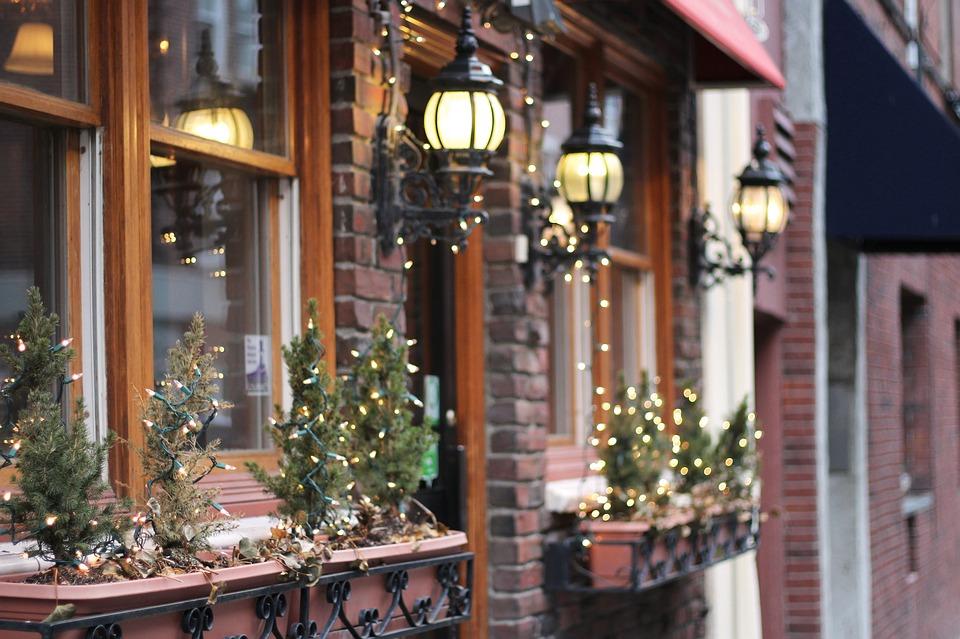 outside christmas house decorations