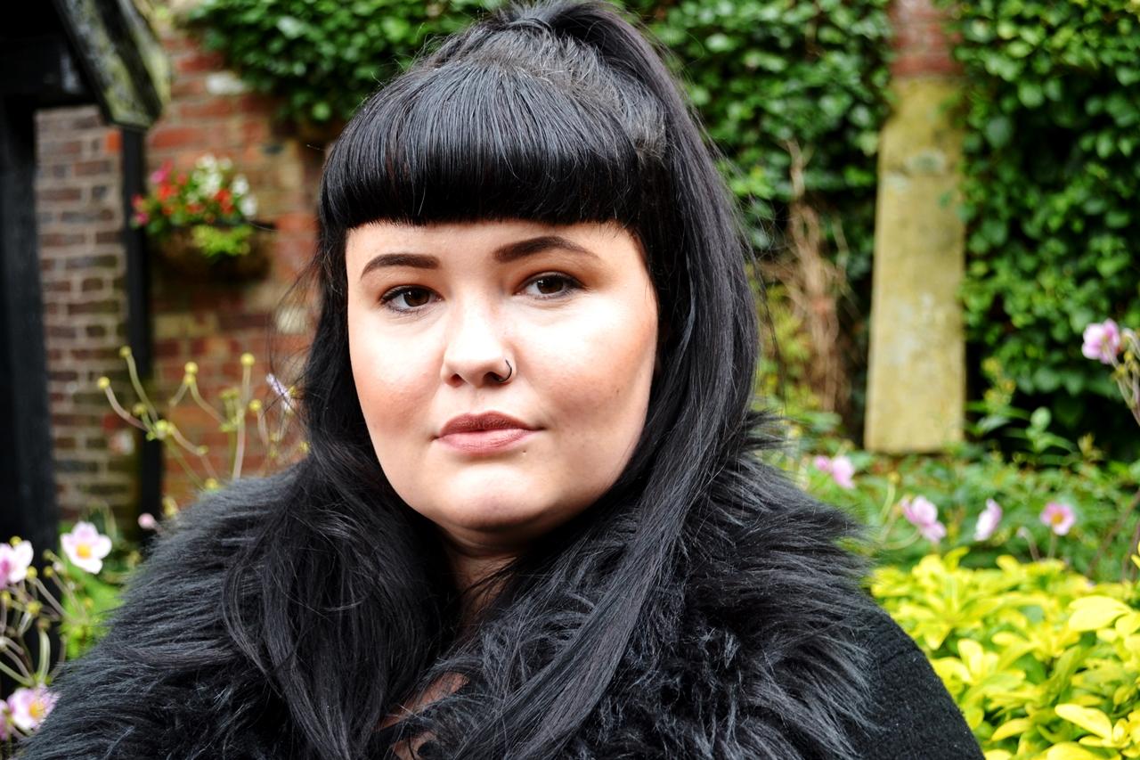 black 1950s hair fringe alternative fashion