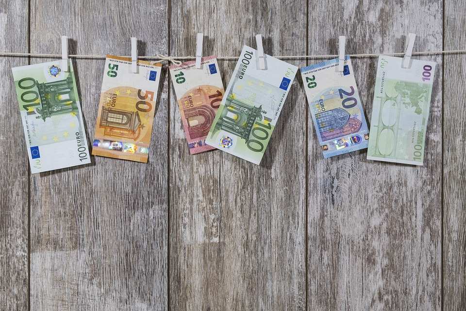 tips for budgeting holiday abroad