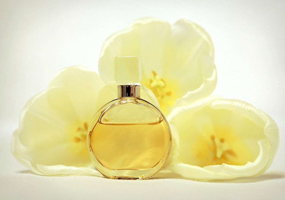 perfume fragrance scent beauty feature