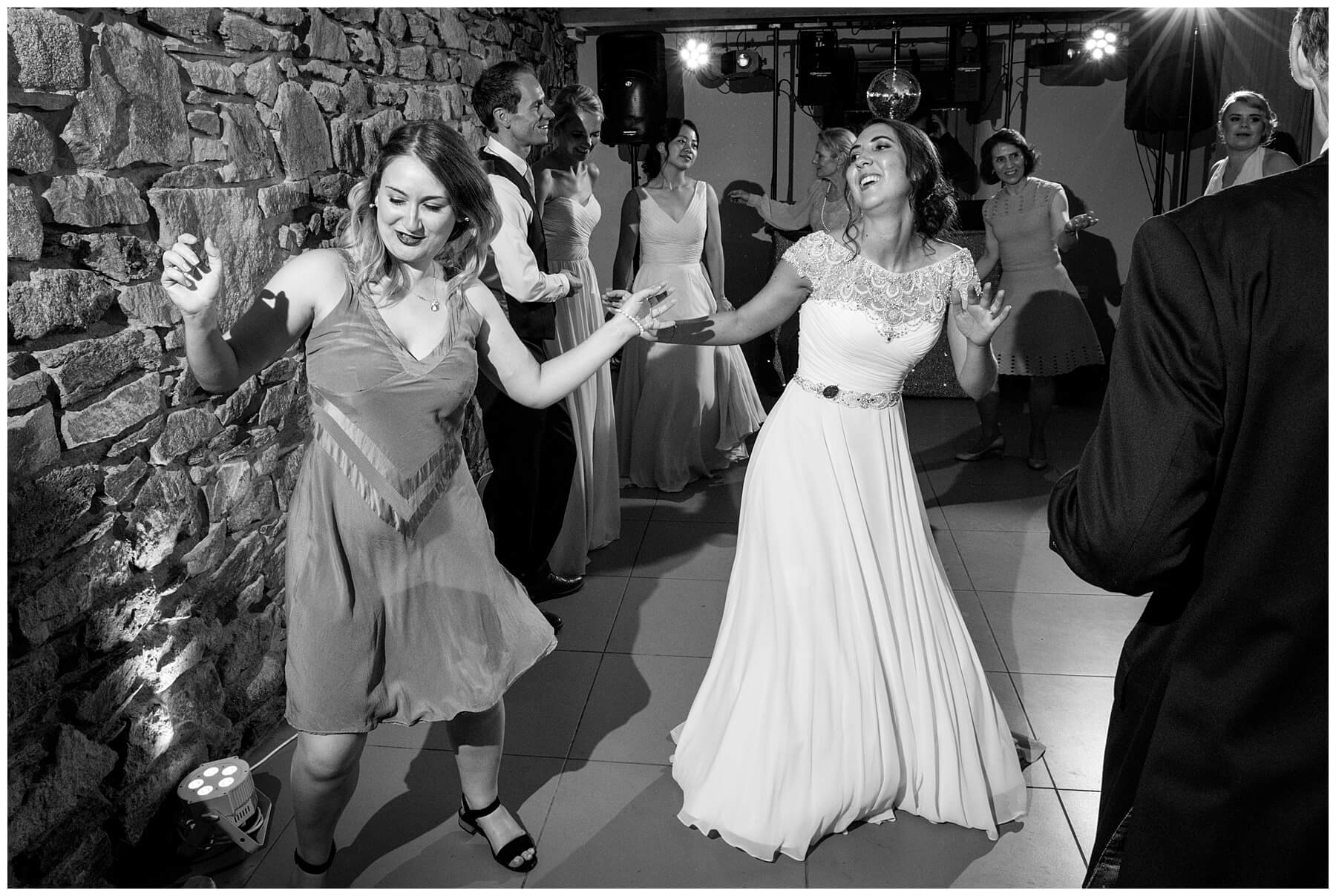 Travenna Barn Wedding Photographer