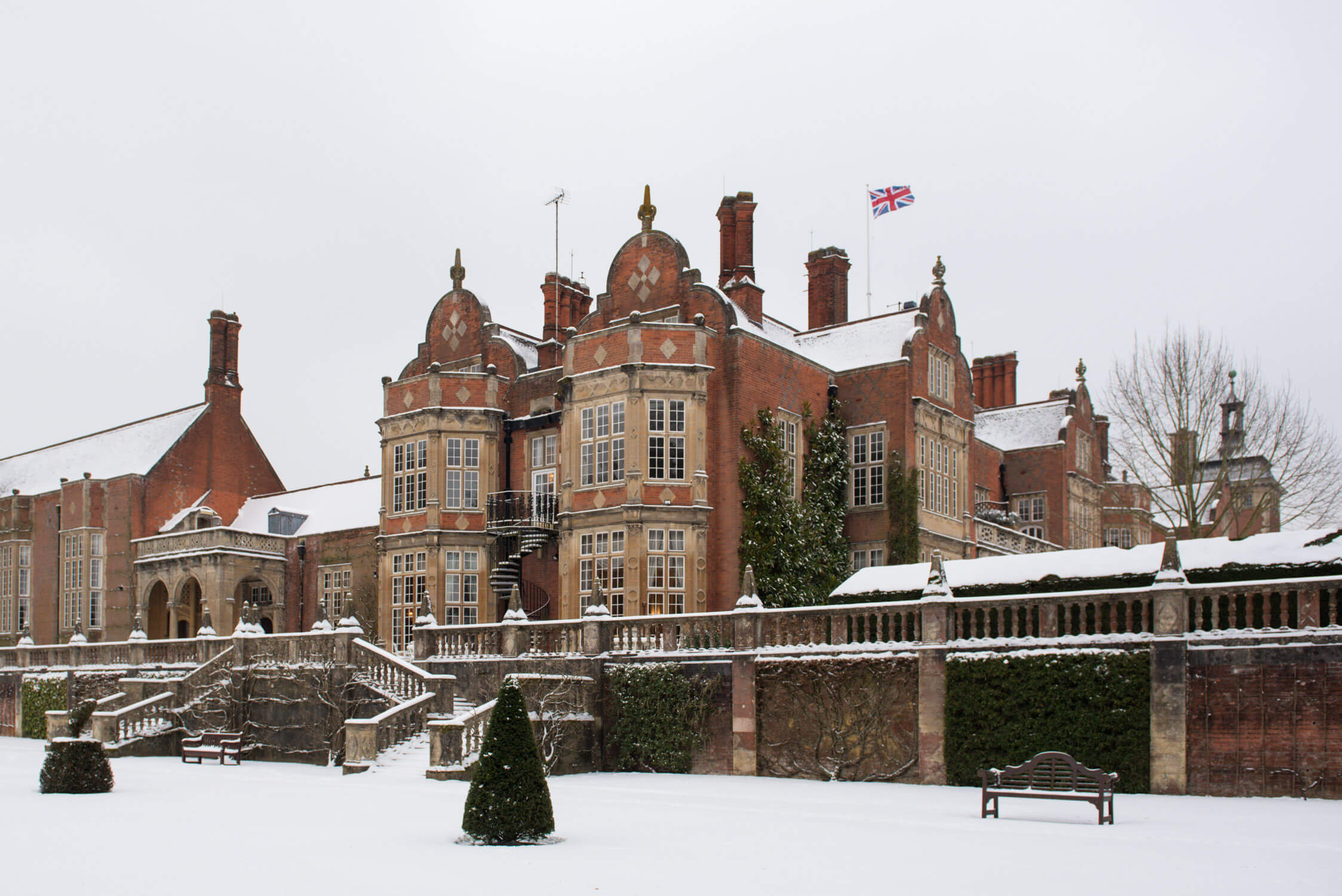 White wedding at Tylney Hall