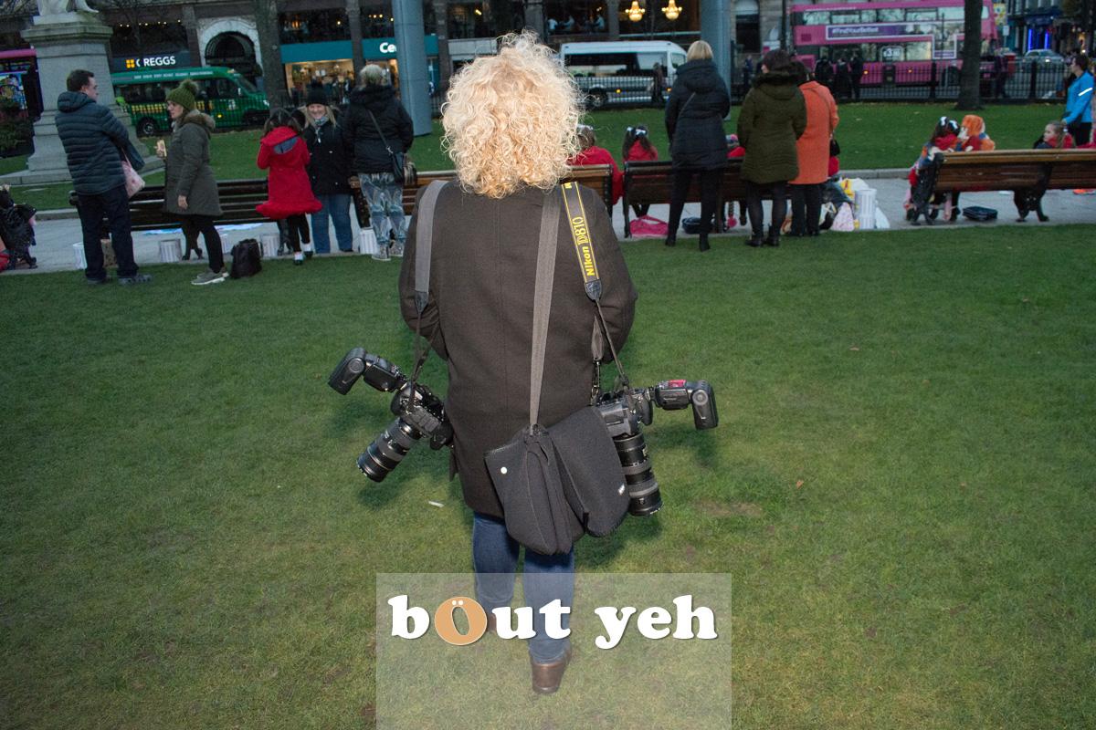 Female photographer, Belfast City Hall. Photo 2556.