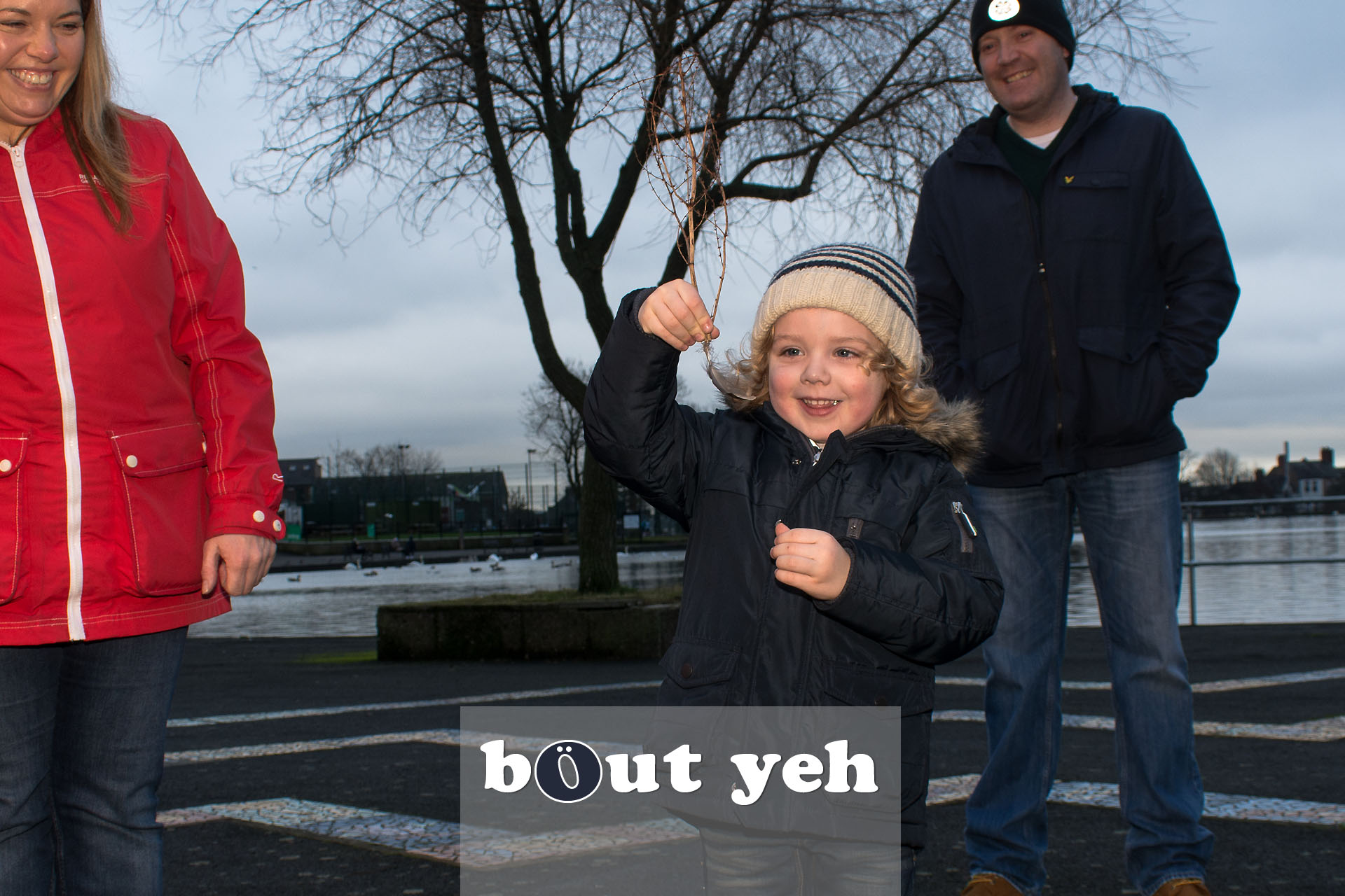 Young boy with parents, Waterworks, Belfast, Northern Ireland - bout yeh photographers Belfast photo 3960.