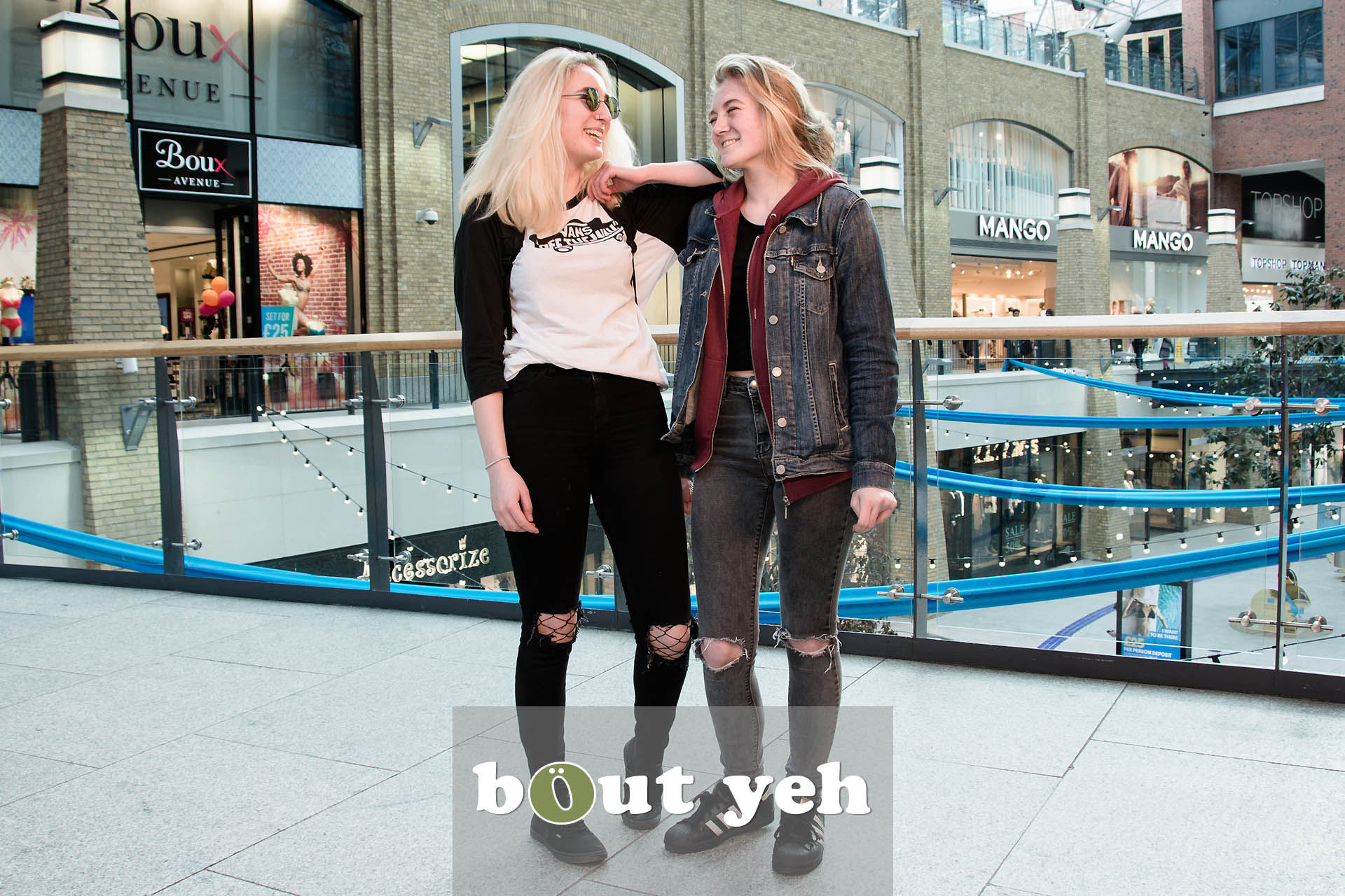 Roxy and Courtney, Victoria Square, Belfast - photo 5445.
