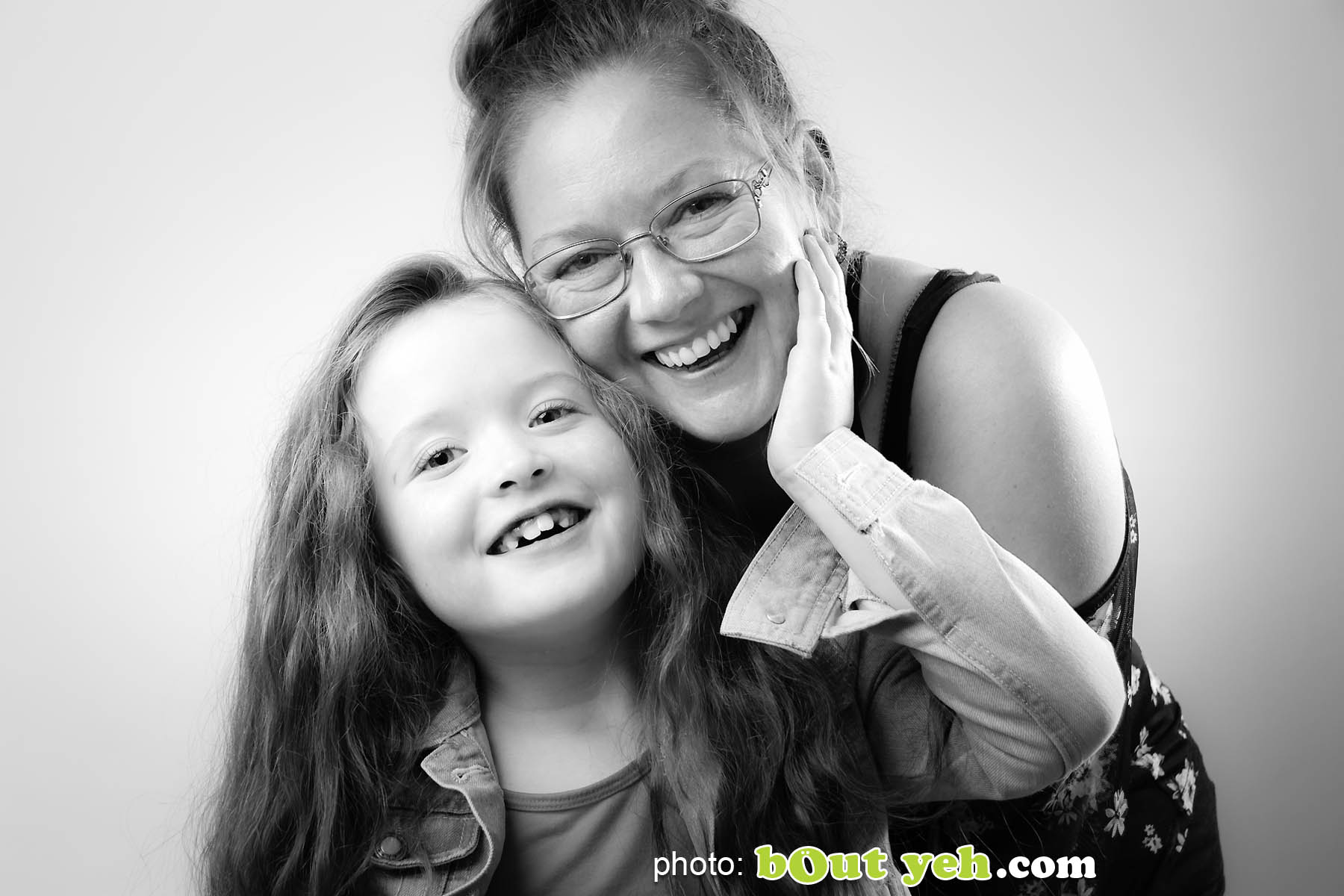 Darcey McNeeley and mum Emma, Newtownabbey. Photo 4972