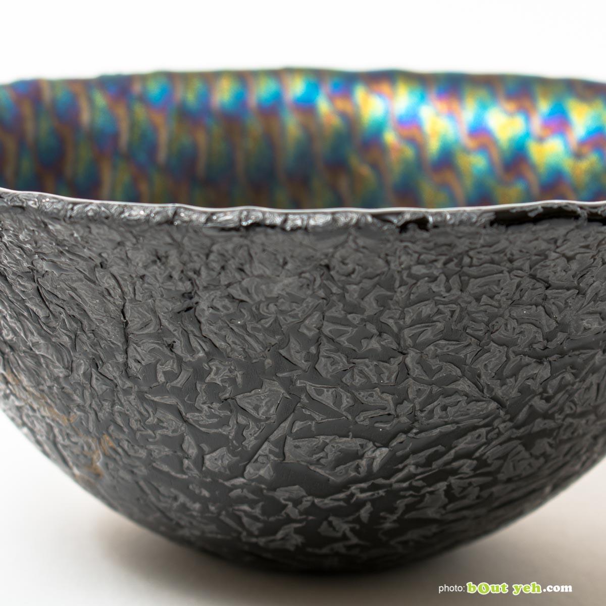 Iridised peacock pattern black glass bowl, hand made by Keith Sheppard Irish glassware - photo 1549