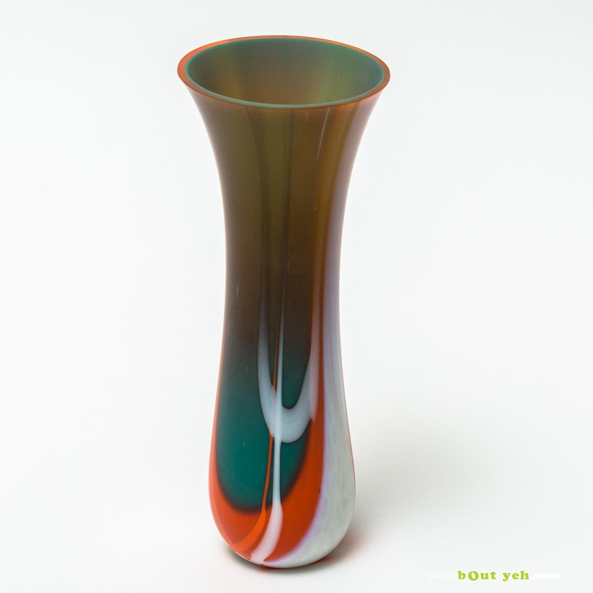 Contemporary orange bullseye tulip vase with green interior, hand made by Keith Sheppard Irish glassware - photo 1677