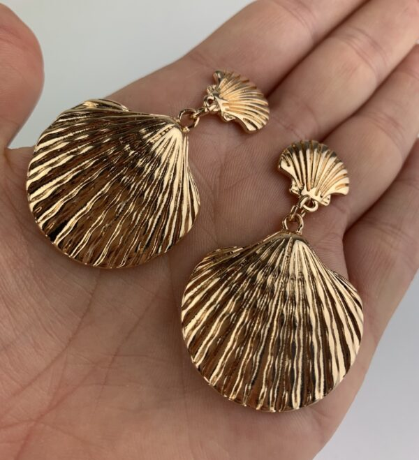 Lila Gold Shell Earrings