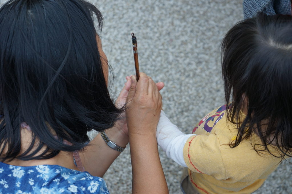 Apprendre à tenir le pinceau