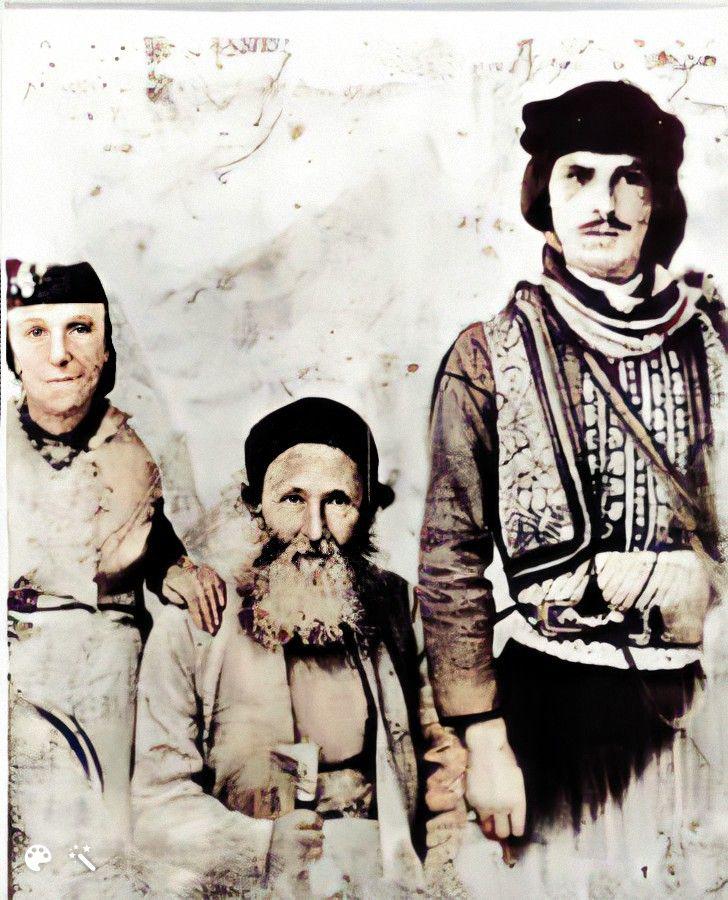 הרב הקונסול יעקב חי עבו, רעייתו אסתר מלכה, והקוואס - שומר הראש הטורקי