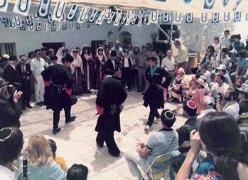 """להקת צ'רקסים מהכפר """"ריחנייה"""" בגליל נוטלת חלק בשמחת ל""""ג בעומר בבית עבו בצפת ב- 1986"""