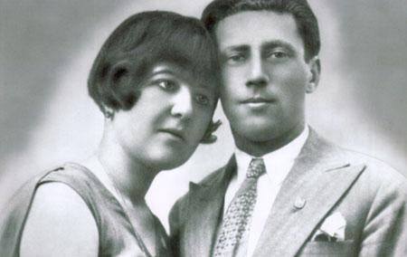 מרגלית (בתו של מאיר עבו) ובעלה, פסח בן אורי בשנת כלולותיהם, 1930.