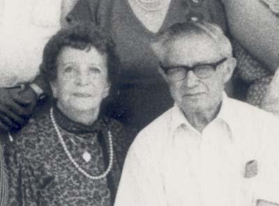 אסתר (בתו של מאיר עבו) ובעלה ובן ציון חברוני, 1984