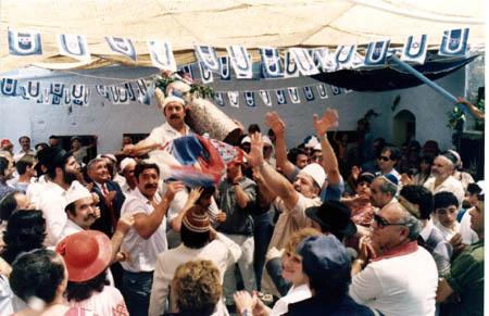 """חגיגות ל""""ג בעומר בחצר בית עבו, 1989"""