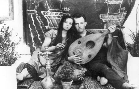 """רפאל עבו מנגן ב""""עוד"""" לצד רעייתו הראשונה ואם בניו חנה וירג'יניה לבית מרקדס"""