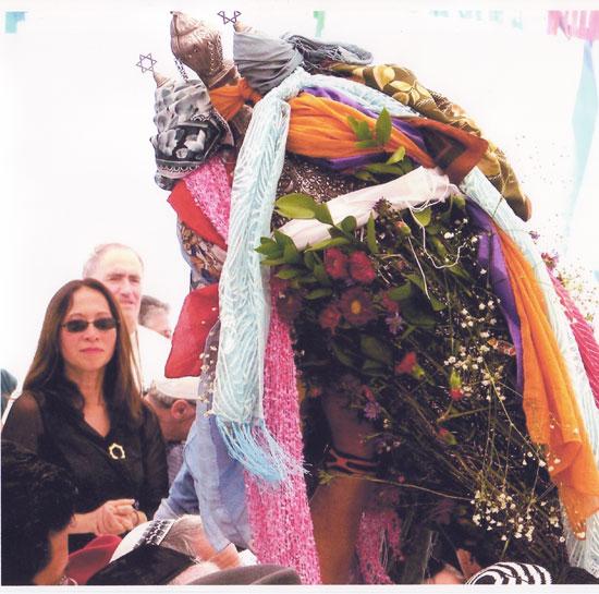 """הקונסולית הכללית של צרפת בחיפה הגב' לואן פורג'רון בטקס חגיגת ל""""ג בעומר בבית עבו"""