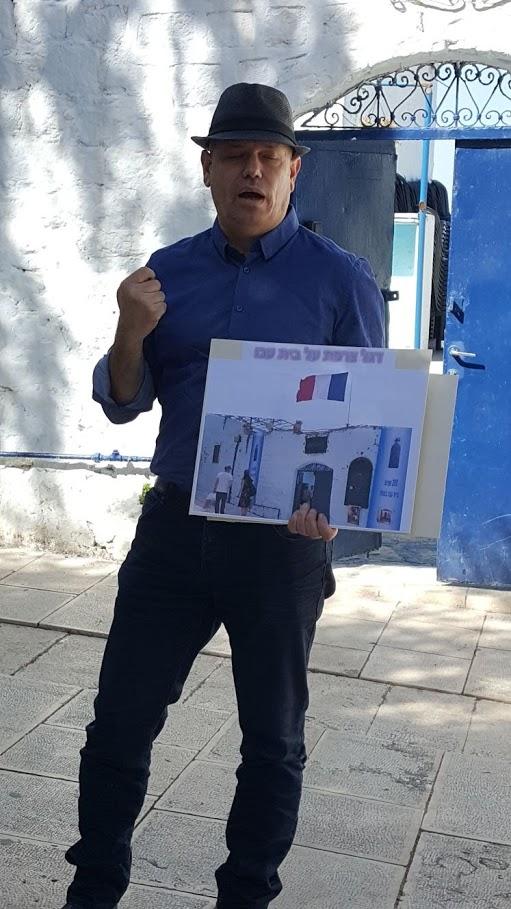 רפאל פינקלשטיין, נכדו של רפאל עבו מפקד משמר העם, מדריך על עמדת בית עבו ביום שחרור צפת, 70 למדינה