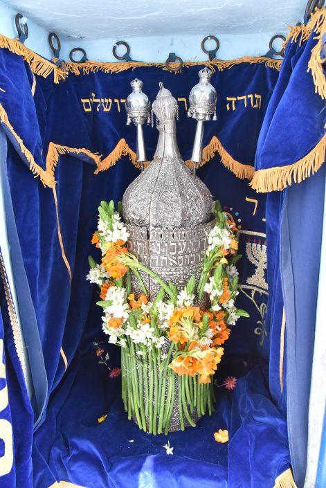 ספר התורה של משפחת עבו המקושט לפני הטקס
