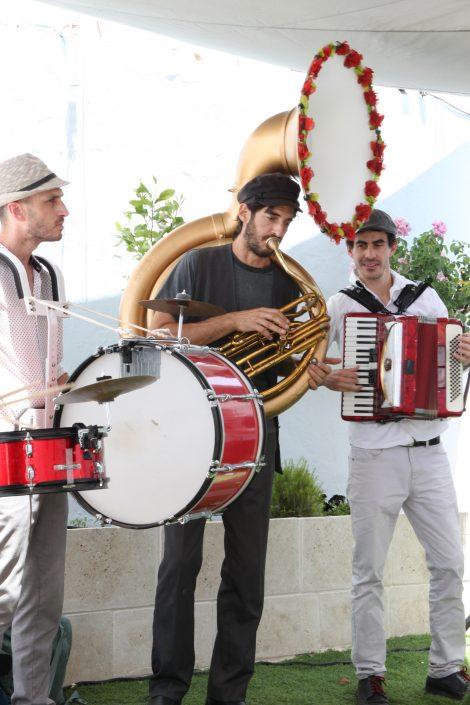 שירים וריקודים בגינת בית עבו
