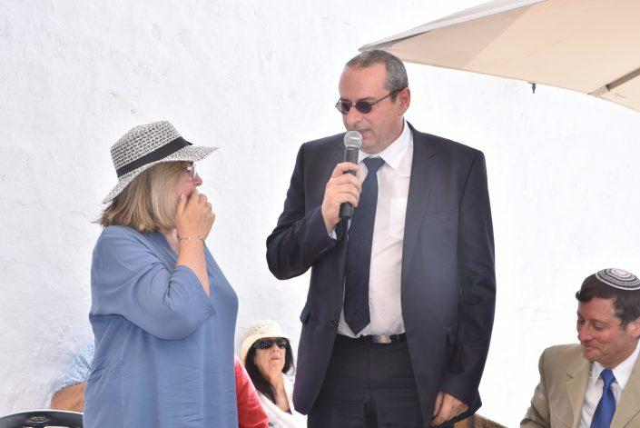 קונסול צרפת בחיפה ואלין סוויסה נצר למשפחת עבו המתרגמת