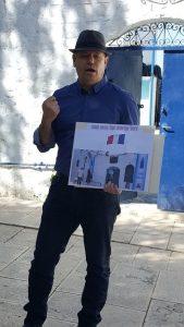 רפי פינקלשטיין, נכדו של רפאל עבו, מסביר לתלמידי צפת על החסות הקונסולורית ביום שחרור צפת 2018