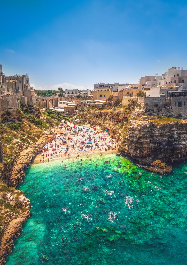 Cala Porto Beach in Polignano a Mare in Puglia, Italy #PolignanoaMare #PugliaItaly #TopThingsToDoInPuglia