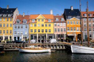 """Giới thiệu sách mới """"Những điều cần biết về thị trường Đan Mạch"""""""